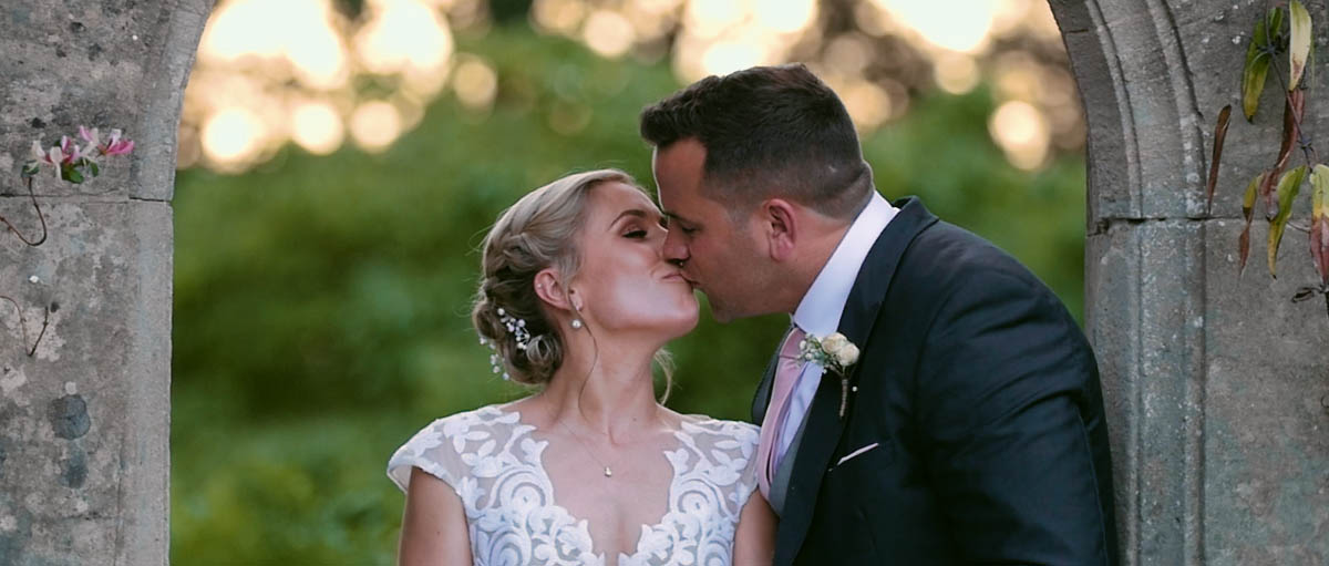 coombe-lodge-wedding-videography-emma-ollie-video